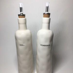 NWT Rae Dunn Oil & Vinegar Set w/ cork spouts